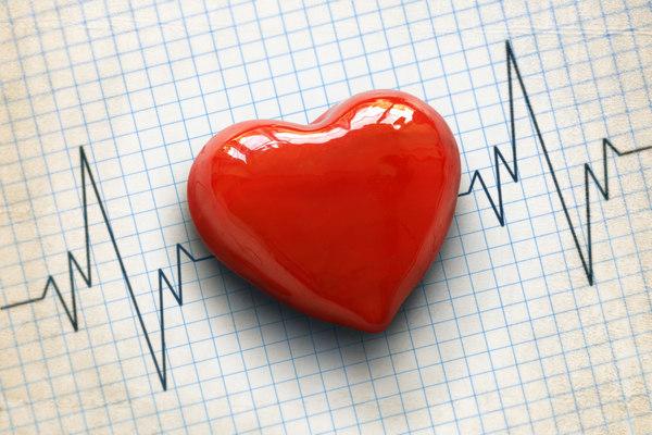 Heart-with-rhythm-tracing
