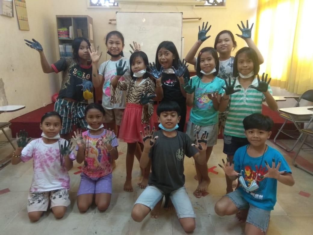 Ayu and Nadias Art Class